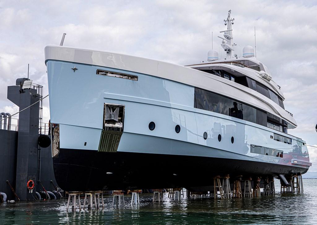 11-admiral-vara-crocus-il-nuovo-motoryacht-di-48-metri