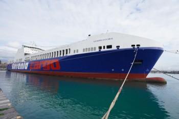la-nave-tirrenia-giuseppe-lucchesi-ormeggiata-nel-porto-di-catania