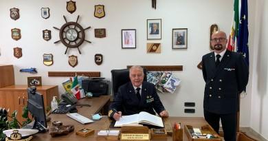 L'Ammiraglio VELLA visita la Capitaneria di porto di Castellammare di Stabia