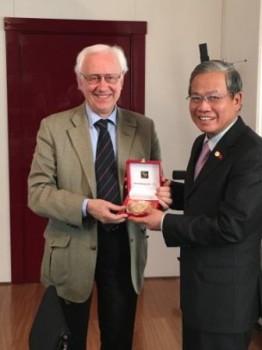 Paolo Costa e Cao Chinh Thien
