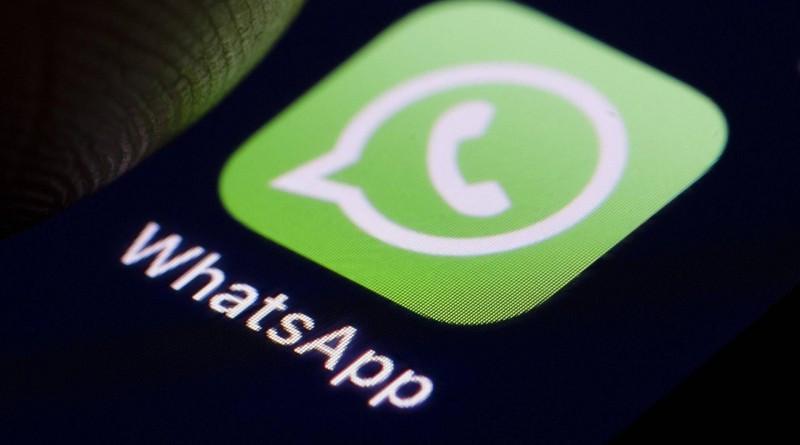 Das Logo des Instant Messaging Dienstes WhatsApp wird auf einem Smartphone angezeigt Berlin 04 10