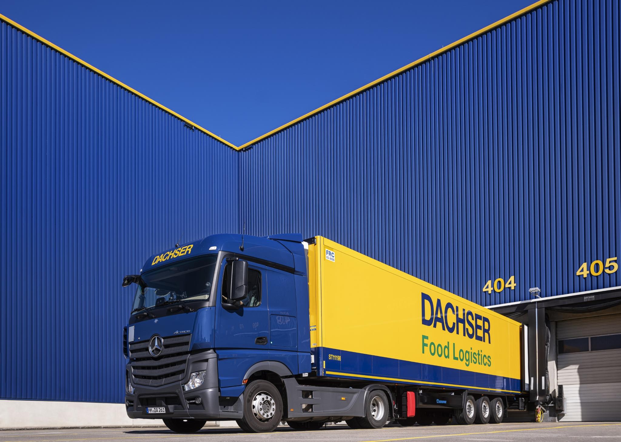 un-mezzo-di-dachser-dellal-linea-business-foof-logistics