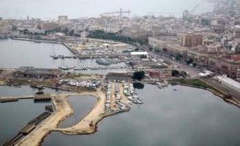 20061214 -CRO - DEMANIO: BARI Porto di Bari: veduta aerea     LUCA TURI/ANSA