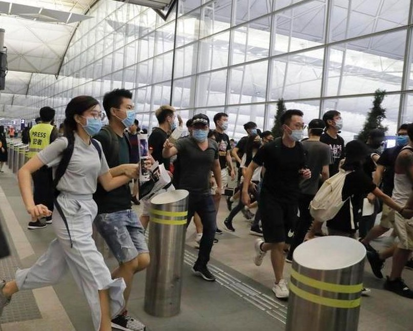 Turismo e viaggi, Consumerismo denuncia: in Italia è caos. <br />Aumentano disdette prenotazioni, turisti che restano a terra e disagi negli aeroporti