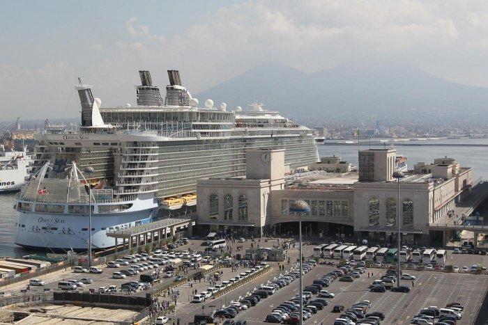 La Nave Oasis Of The Seas a Napoli