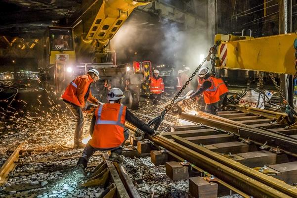 Deplacement du ministre des transports sur un chantier de SNCF Reseau a la gare de l'Est