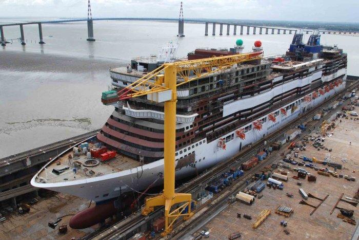 stx-nave-in-costruzione