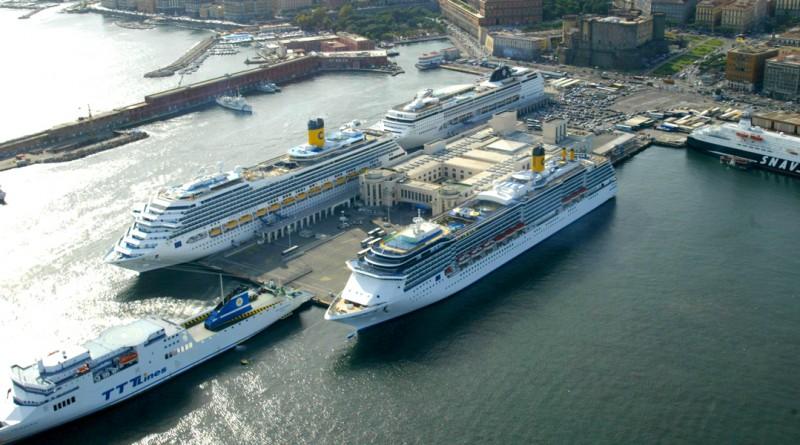 Veduta Stazione Marittima del porto di Napoli